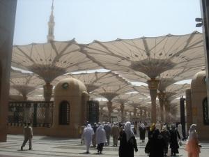Approaching the masjid