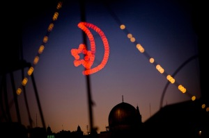 Masjid Al-Aqsa - seen through festive Ramadan lights (2009 - AP Photo/Bernat Armangue)