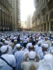 Crowded street Makkah