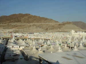 Tents line the valley of Mina