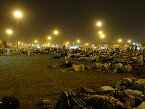 Hujjaaj spend the night at Muzdalifah