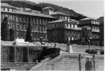 UCT: Rhodes statue War Memorial and Smuts Hall (credit: UCT Libraries)