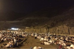 Pilgrims sleep on Muzdalifah